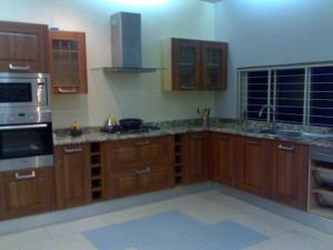 Eterno walnut kitchen